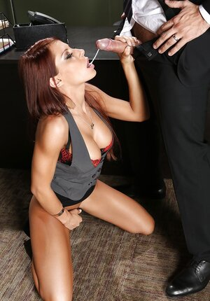 Secretary remains alone with boss in the office and plus seduces to fuck on the table