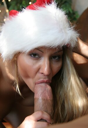 Christmas getting down and dirty of the passionate babe Cindy Hope ends with cum on breast