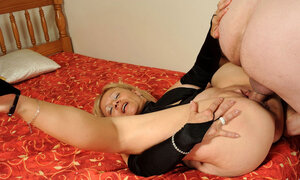 Grown-up dame Sara Lynn puts her saggy pussy right in the camera and furthermore gets banged